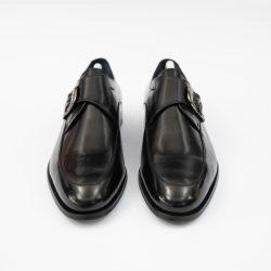 pantofi negrii luciosi