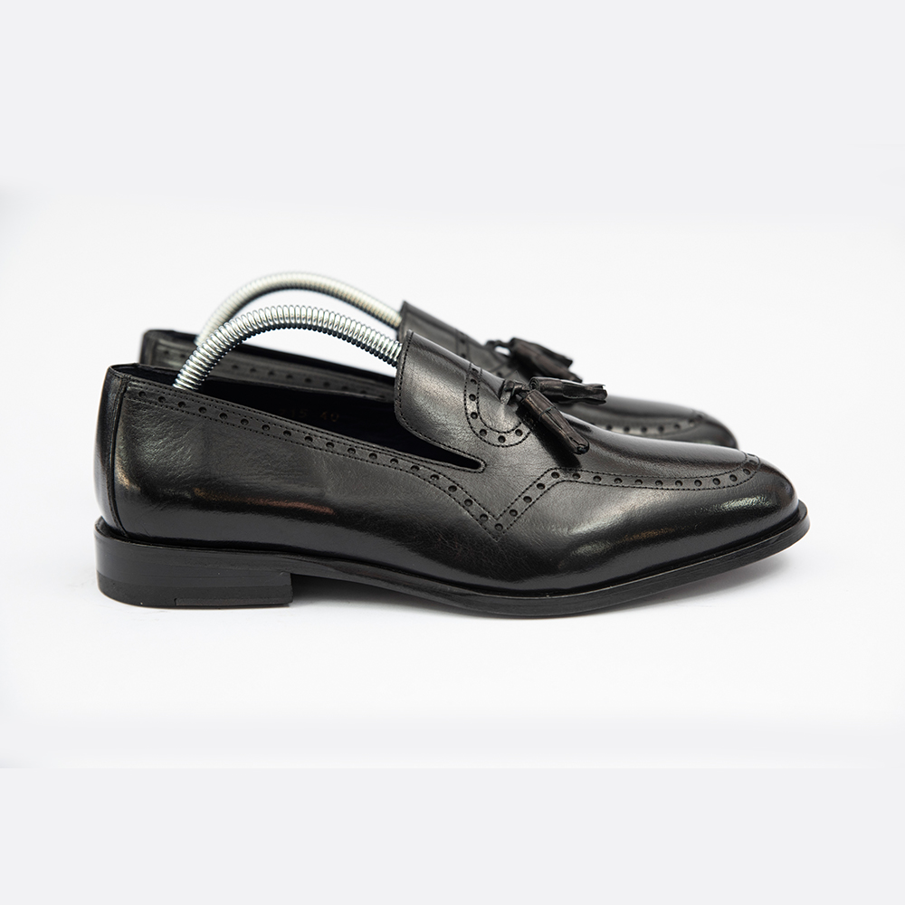 Pantofi negrii din piele fara sireturi